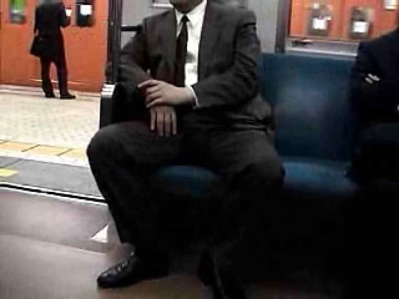 電車に揺られるサラリーマンさんに注目! フェチ | スーツメンズ  14画像 1