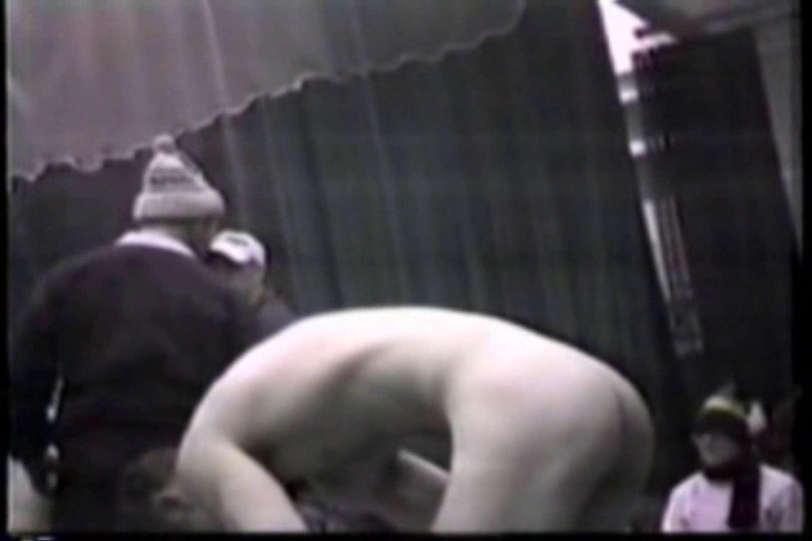 洋人さんの脱衣所を覗いてみました。VOL.6 覗き特集 | ガチムチマッチョ系メンズ  8画像 1