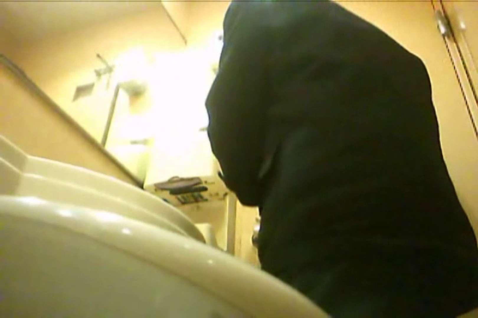 Gボーイ初投稿!掴み取りさんの洗面所覗き!in新幹線!VOL.17 リーマン系メンズ ゲイエロビデオ画像 8画像 7